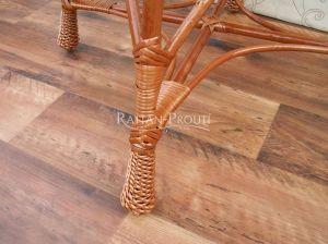 Dekorativní výplety u noh stolku