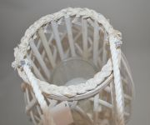 Bílá proutěná lucerna