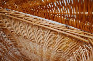 Rohový koš na prádlo