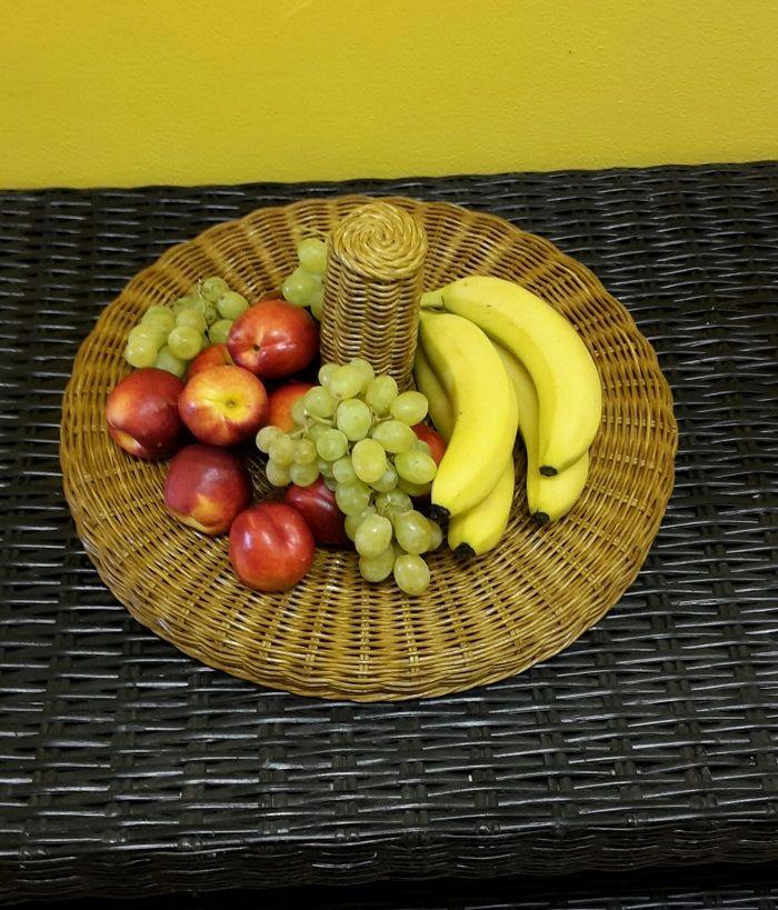 ratanová mísa na ovoce